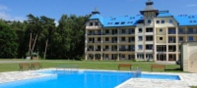"""Oferuję Państwu 2 komfortowe apartamenty w nadmorskim kompleksie BLUE MARE w Łukęcinie (k. Dziwnówka i Pobierowa)  """"BLUE MARE"""" mieści się na zamkniętym terenie, w środku lasu, a od czystej i niezatłoczonej ..."""